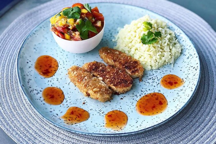 Crispy chick'n with mango salsa and cauliflower rice